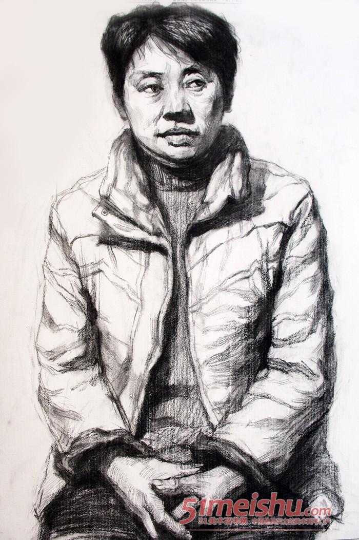 《美院视界 素描肖像教学现场》半身戴眼镜男青年带手