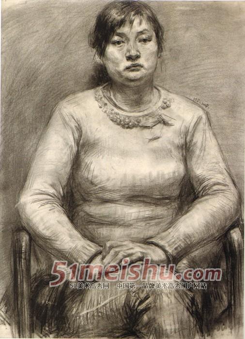 央美视界 央美附中坚实教学与考前实践 女青年正面半身像素描