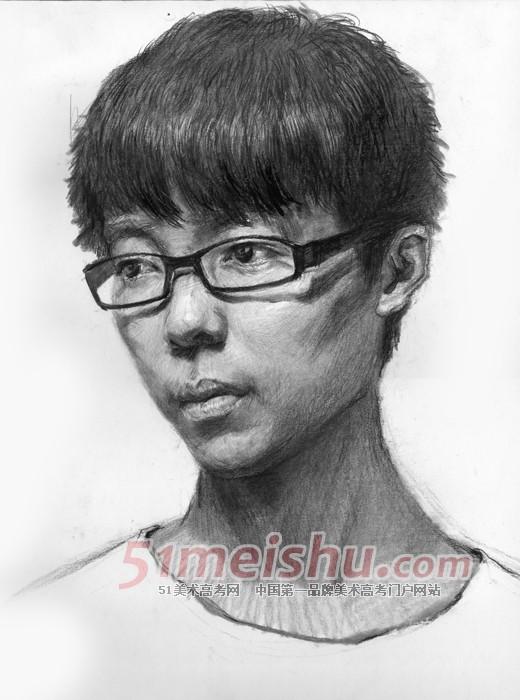 男青年四分之三侧素描头像_素描头像 51美术高考网