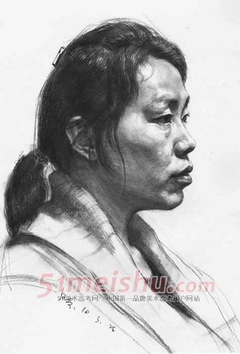 中年妇女侧面头像素描作品