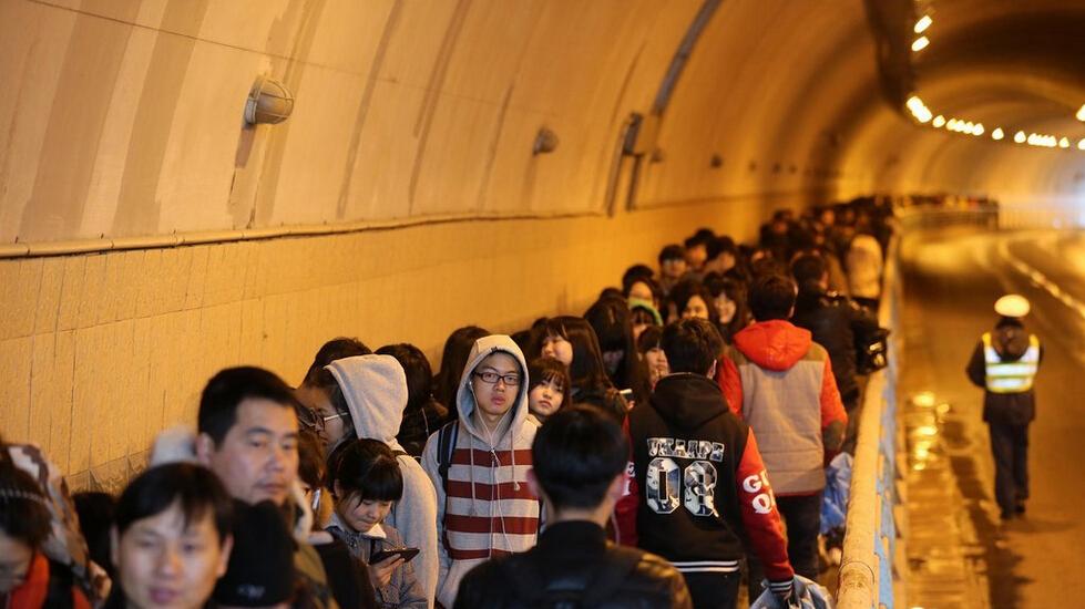 中国美术学院杭州校区|中国美术学院2015年杭州考点报名确认长队排到隧道 杭州考点3万余人