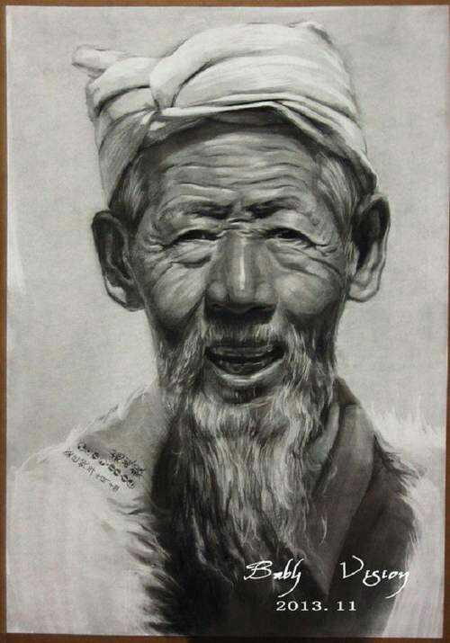 男老年正面素描头像