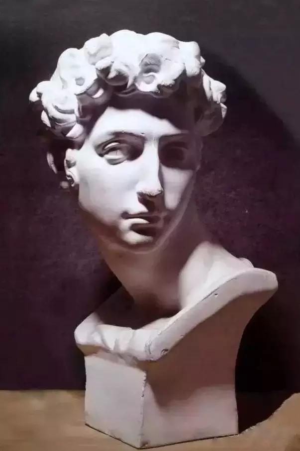 """人们简称""""美第奇"""",又称""""行动者"""",也常常叫做小卫,因为他与雕像大卫"""